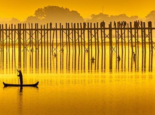 U Bein Brücke Mandalay bei Sonnenuntergang
