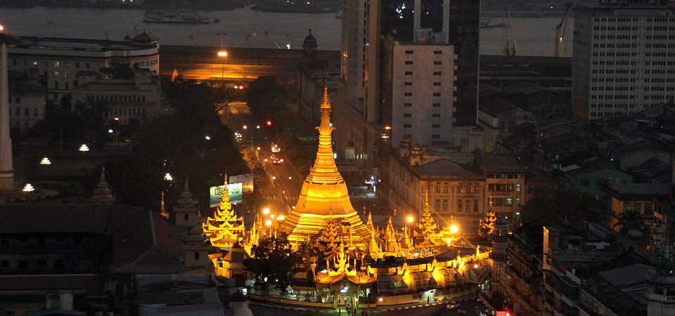 Sule Pagode Yangon bei Nacht
