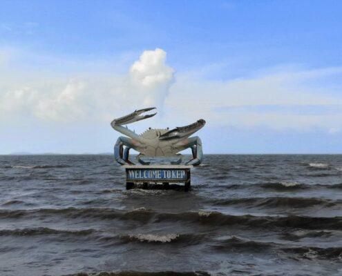 Kep Krabbe Statue im Meer Kambodscha
