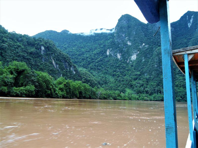 Laos Bergwelt Nordlaos Bootsfahrt