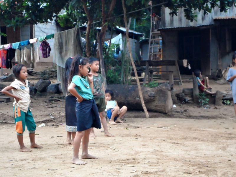Laos Norden Bergwelt - einheimisches Dorf, Kinder