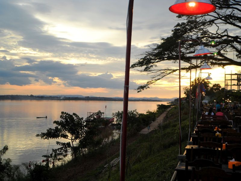 Laos Vientiane Uferpromenade Sonnenuntergang
