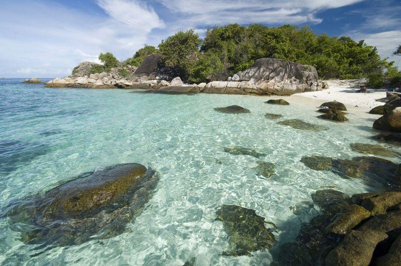 Thailand Süden - Klares blaues Meer und schöne weiße Sandstrände
