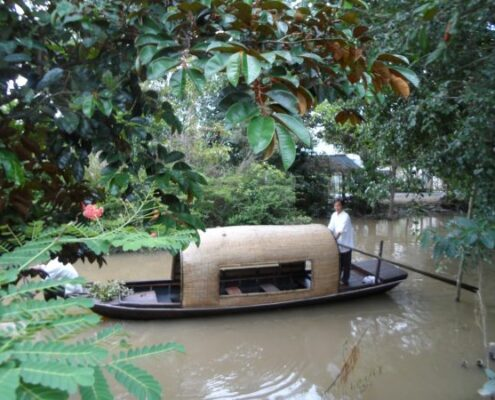 Kleiner Sampan (Reisbarke/Hausboot) im Mekong Delta Vietnam