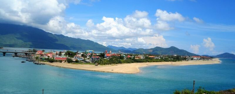 Halbinsel Lang Co. Fischerinsel auf dem Wolkenpass Vietnam
