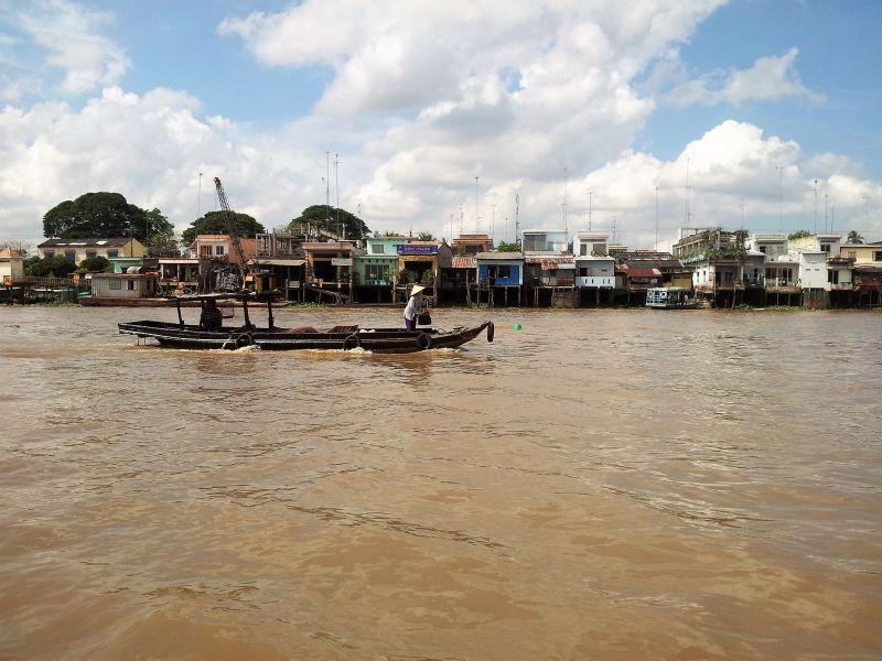 Geschäftiges Treiben im Mekong Delta in Vietnam