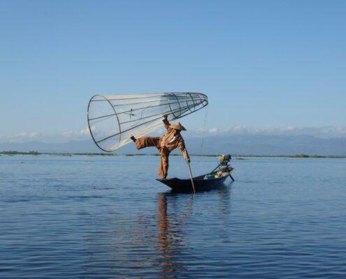 traditioneller Fischer Einbeinruderer Myanmar