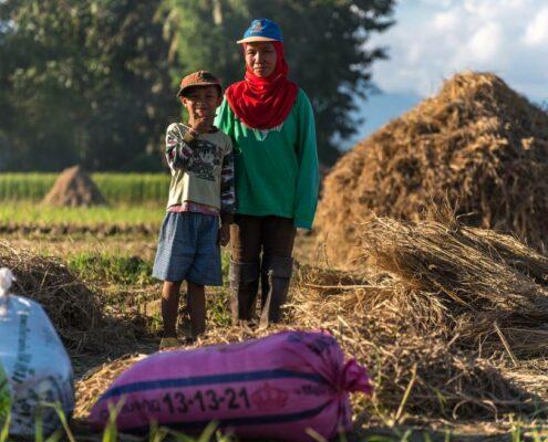 Begegnung auf dem Land in Thailand