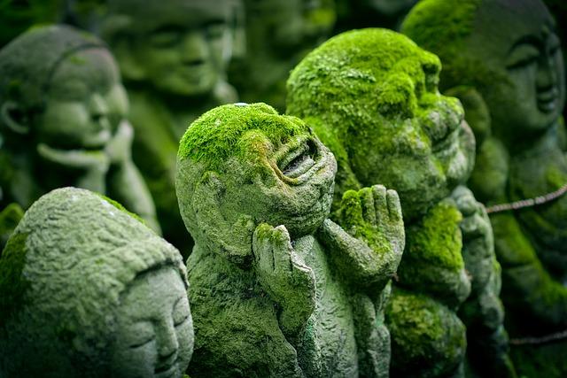 Japan Kyoto Figuren mit Moss
