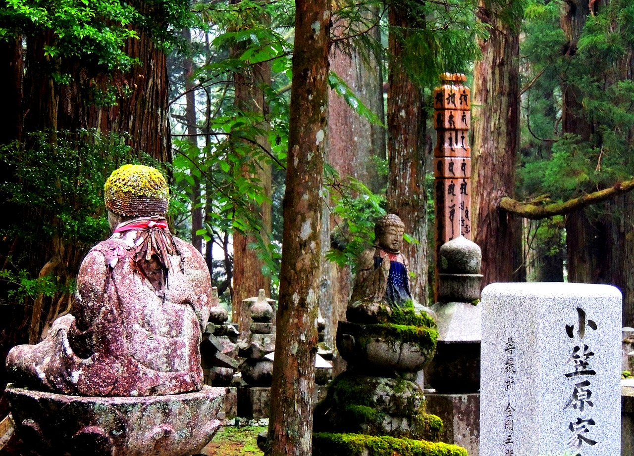 heiliger Friedhof am Koyasan Japan